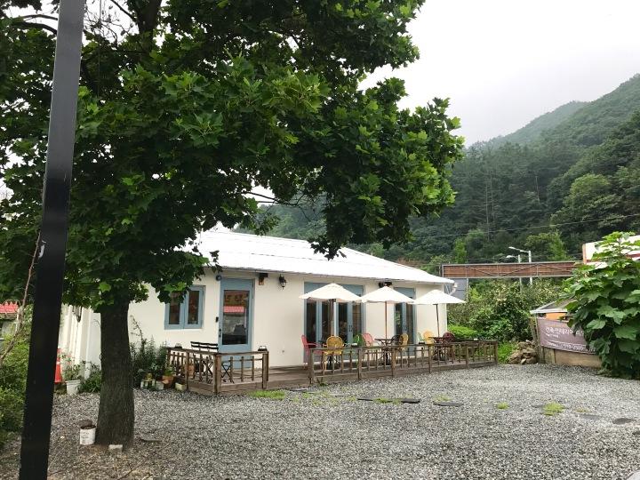 Cafe De Melba Front